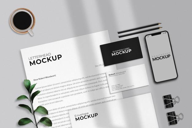 現代のビジネス文房具のモックアップデザイン