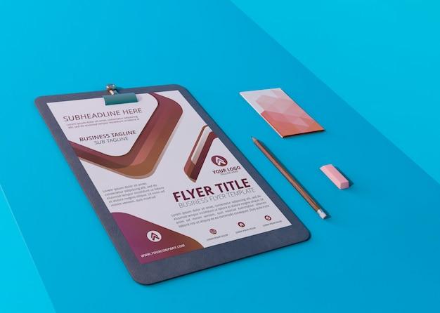 モックアップチラシとカードのモダンなデザインテンプレート