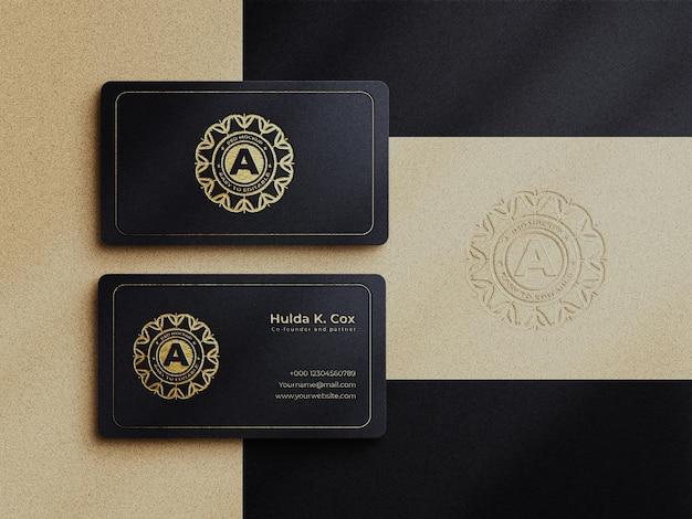 현대적인 고급 명함 모형 및 금 효과 로고