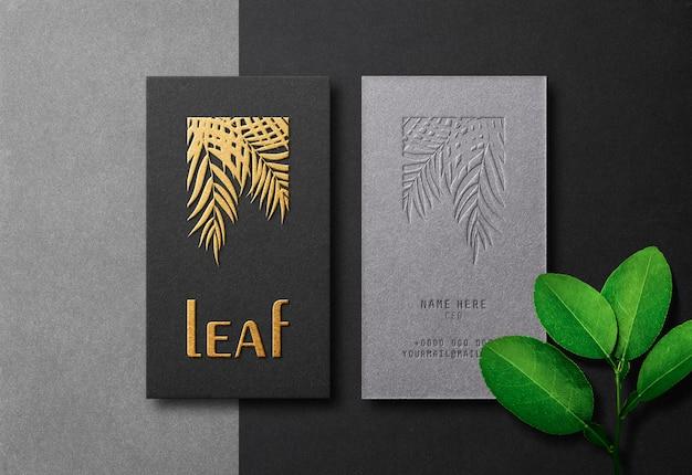Современный и роскошный макет визитной карточки с золотой печатью и эффектом тиснения