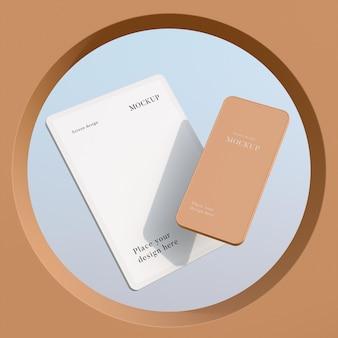 現代のモックアップタブレットとスマートフォンの配置