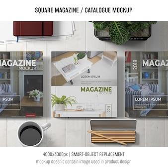 モダンな正方形の雑誌またはカタログのモックアップ
