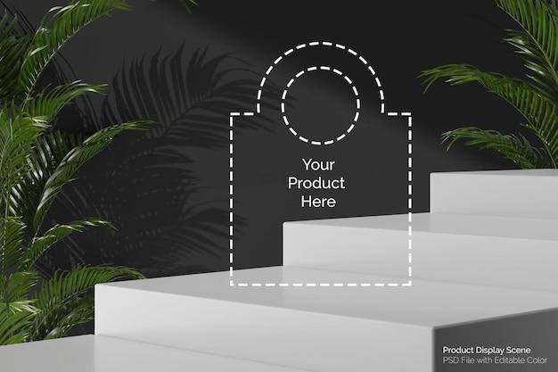Современная лестница на уровне белого постамента для размещения продуктов с композицией из пальмовых растений