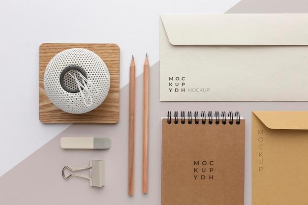 現代の文房具のモックアップ構成