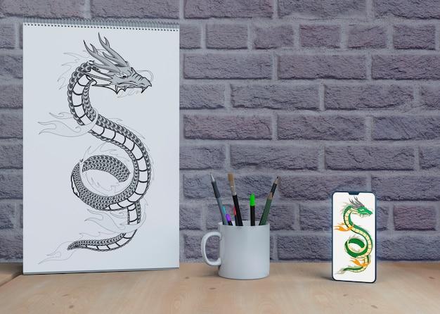 テーブルの上のシートにモノクロで描く