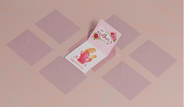 테이블에 어머니의 날 인사말 카드