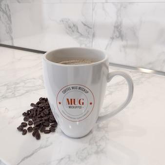 コーヒー豆とマグカップモックアップ