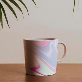 パステルカラーの流体アートパターンのマグカップ