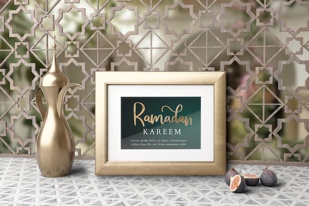 Мусульманская новогодняя композиция с чайником и инжиром
