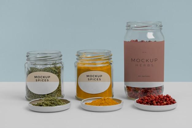 Spezie naturali con composizione mock-up dell'etichetta