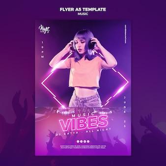 Modello di volantino verticale al neon per musica elettronica con dj femminile