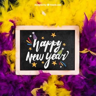 Новогодний макет с шиферным и фиолетовым и желтым пером