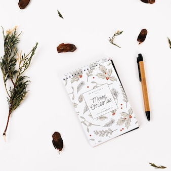 クリスマスコンセプトのノートブックカバーモックアップ