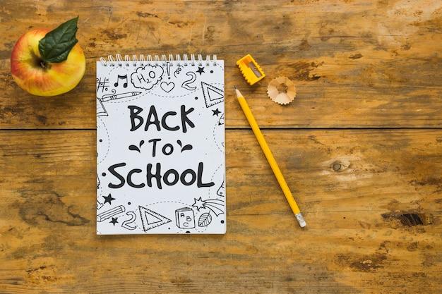 Макет блокнота с концепцией «назад к школе»