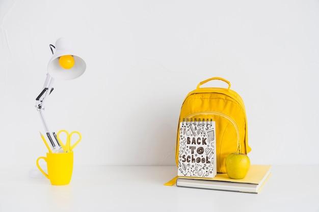 Макет блокнота с концепцией «назад к школе» Бесплатные Psd