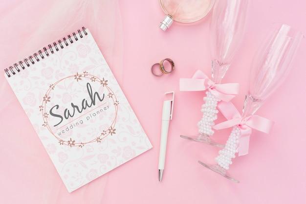 結婚式のアイデアとシャンパングラスのメモ帳