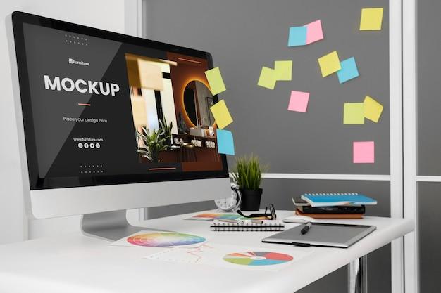 Макет офисного стола с компьютером