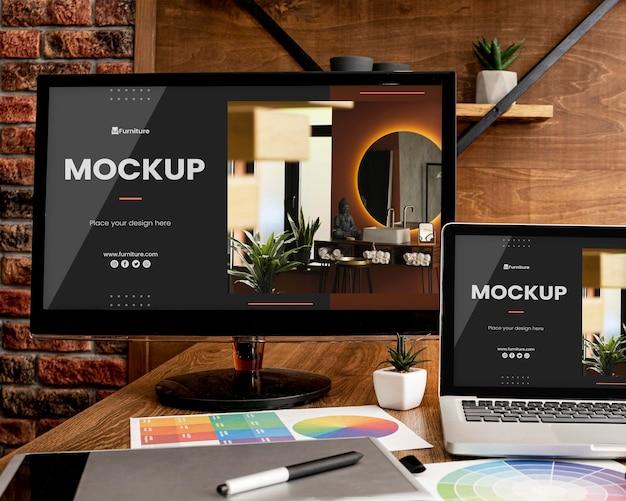 Офисный стол с компьютерным макетом