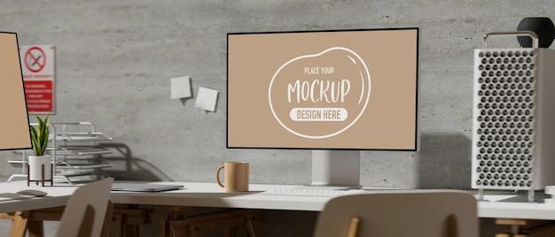 Офисный стол с компьютерным макетом и канцелярскими принадлежностями