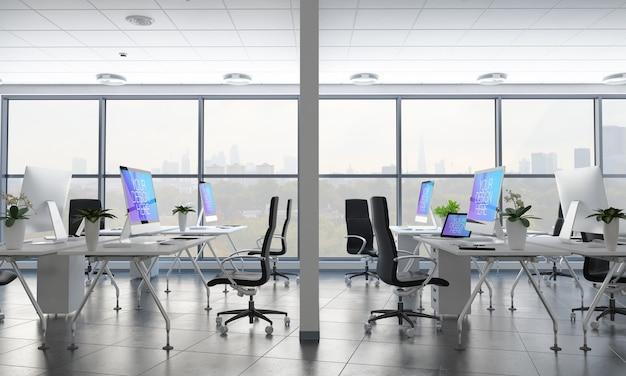 Офис с макетом различных рабочих столов
