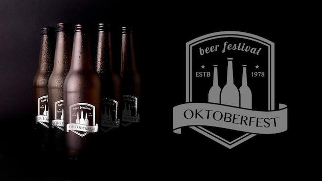 Октобер фест макет пива с черным фоном Premium Psd