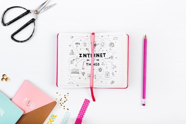 Открытый макет книги в розовом женском стиле