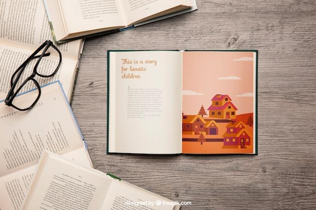 Открытый макет книги с очками