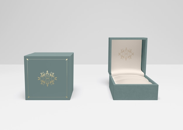 Open and closed gift box with cover