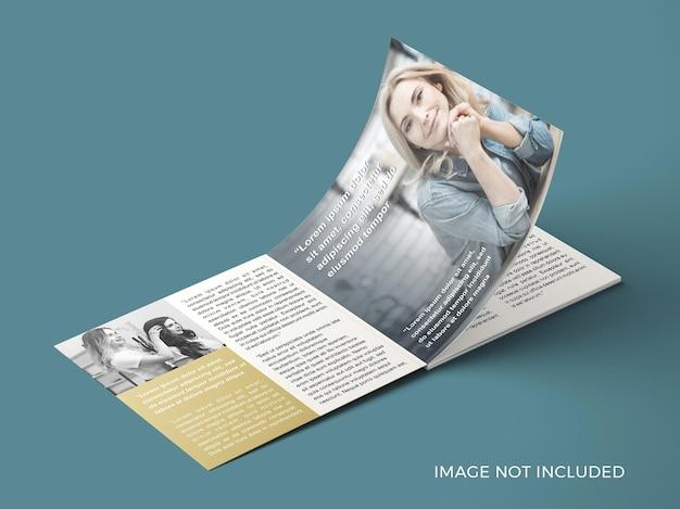 ページを開く正方形の雑誌のモックアップ