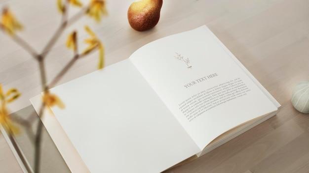 Макет открытой книги на деревянном столе