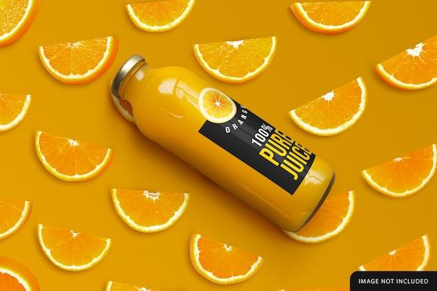 3dレンダリングでのオレンジジュースボトルのモックアップデザイン