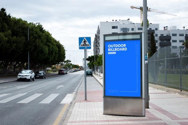 Наружный рекламный щит рядом с парком