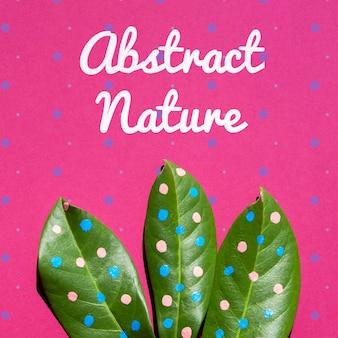 Окрашенное растение на фиолетовом фоне