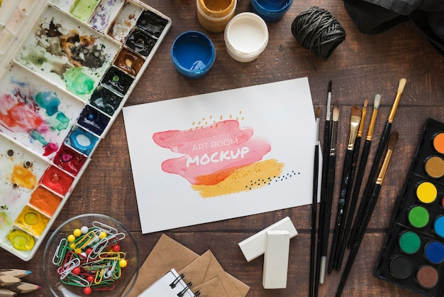 Палитра для рисования и кисти