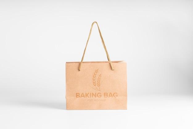 Бумажный пакет коричневый макет. вид спереди крафт-мешок