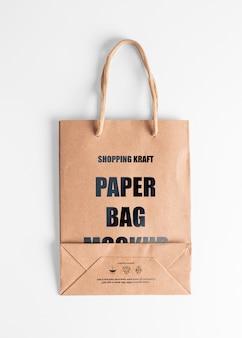 Бумажный пакет коричневый макет. вид сверху крафт-сумка