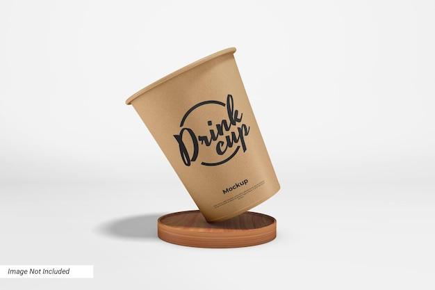 Макет бумажного стакана для напитков с деревянной подушкой