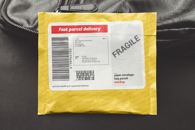 Бумажный конверт, пакет посылок, макет