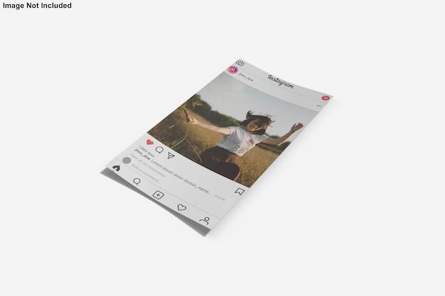 Instagram投稿の紙のモックアップ