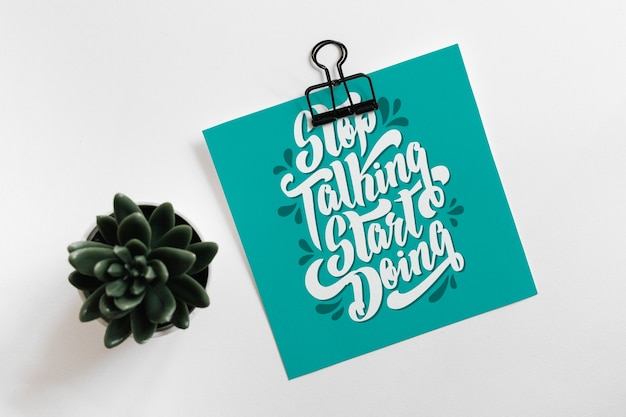 Бумажный макет с клипом и листьями для цитаты