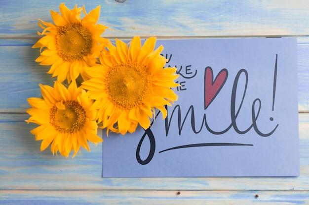 Бумажный макет с цветочным декором