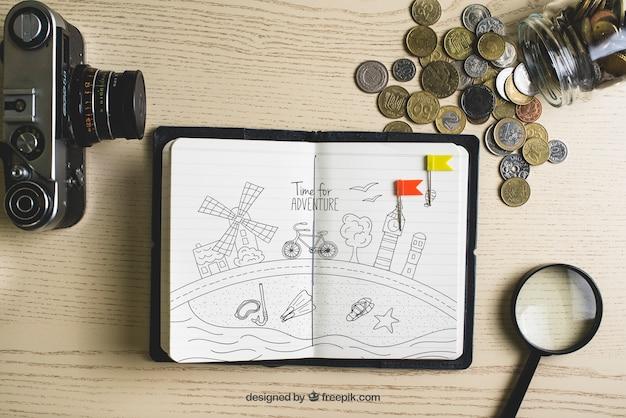 Бумага с монетами и фотокамерой
