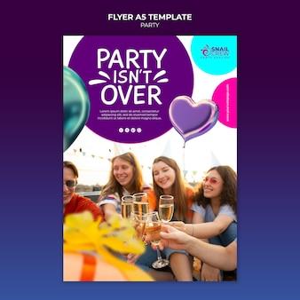 飲み物のチラシテンプレートとパーティーのお祝い