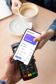 목업 스마트폰 디스플레이의 결제 앱