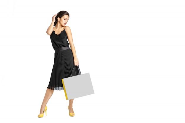 人、販売、ブラックフライデー、高級コンセプト-女性のショッピングバッグ。