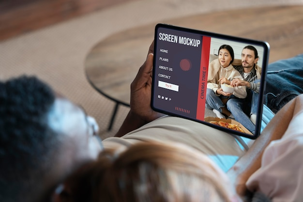 People watching netflix on a mock-up screen Free Psd