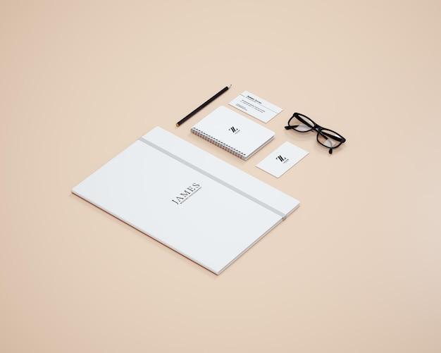 Перспективные творческие канцелярские товары и макет брендинга