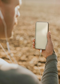 Макет экрана телефона psd цифровое устройство съемка на открытом воздухе
