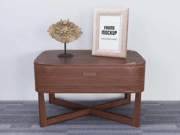 Реалистичная фоторамка mockup на столе