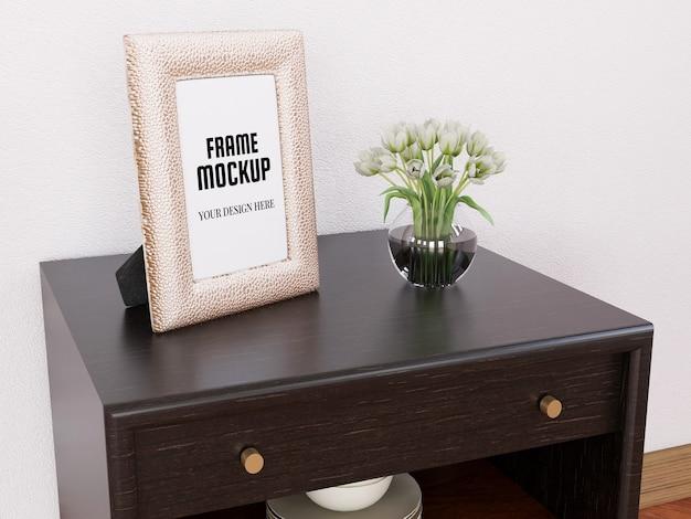 Реалистичная фоторамка mockup на мини-столе